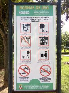 Fig. 8: Tablón con las normas a respetar dentro del parque.