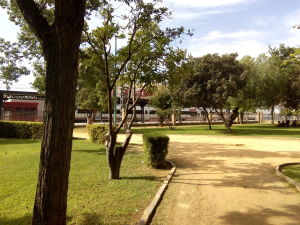 Fig. 2: Vista de la estación de trenes situada en un lateral del parque.