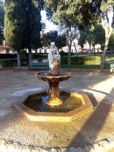 Fig. 2: Fuente de agua situada en el centro de una plazoleta.