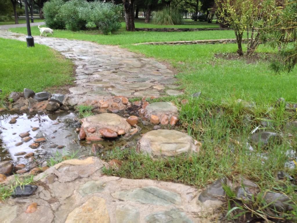 Ilustración 12: Paso de piedras que cruza el arrollo