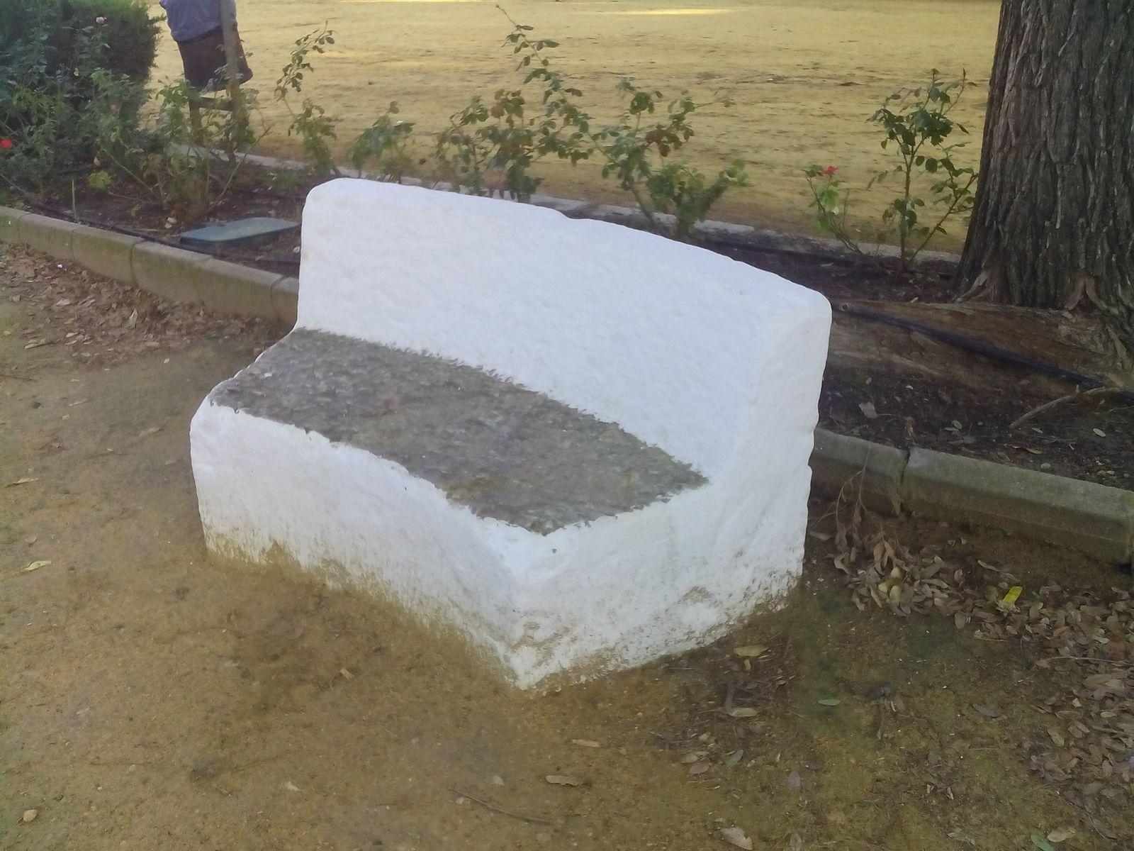 figura bancos de piedra antiguos fuente propia