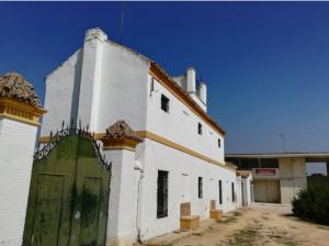"""Imagen 10.- Centro de formación permanente """" Alcosa"""" junto a cortijo de San Ildefonso. Fuente: Propia."""