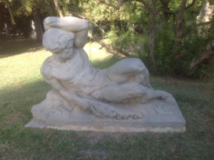 Imagen 24. Estatua masculina que representa al río Guadalquivir (Obra de Agustín Sánchez Cid)