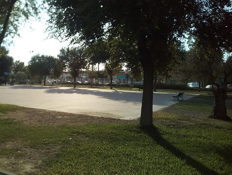 Imagen 4. Pista de patinaje y de ful-bito del parque de Los Hermanamientos. Fuente: Propia.